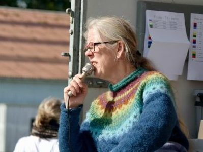 Rikke Oppermann speaker ved Gletta-mesterskaberne 2019.